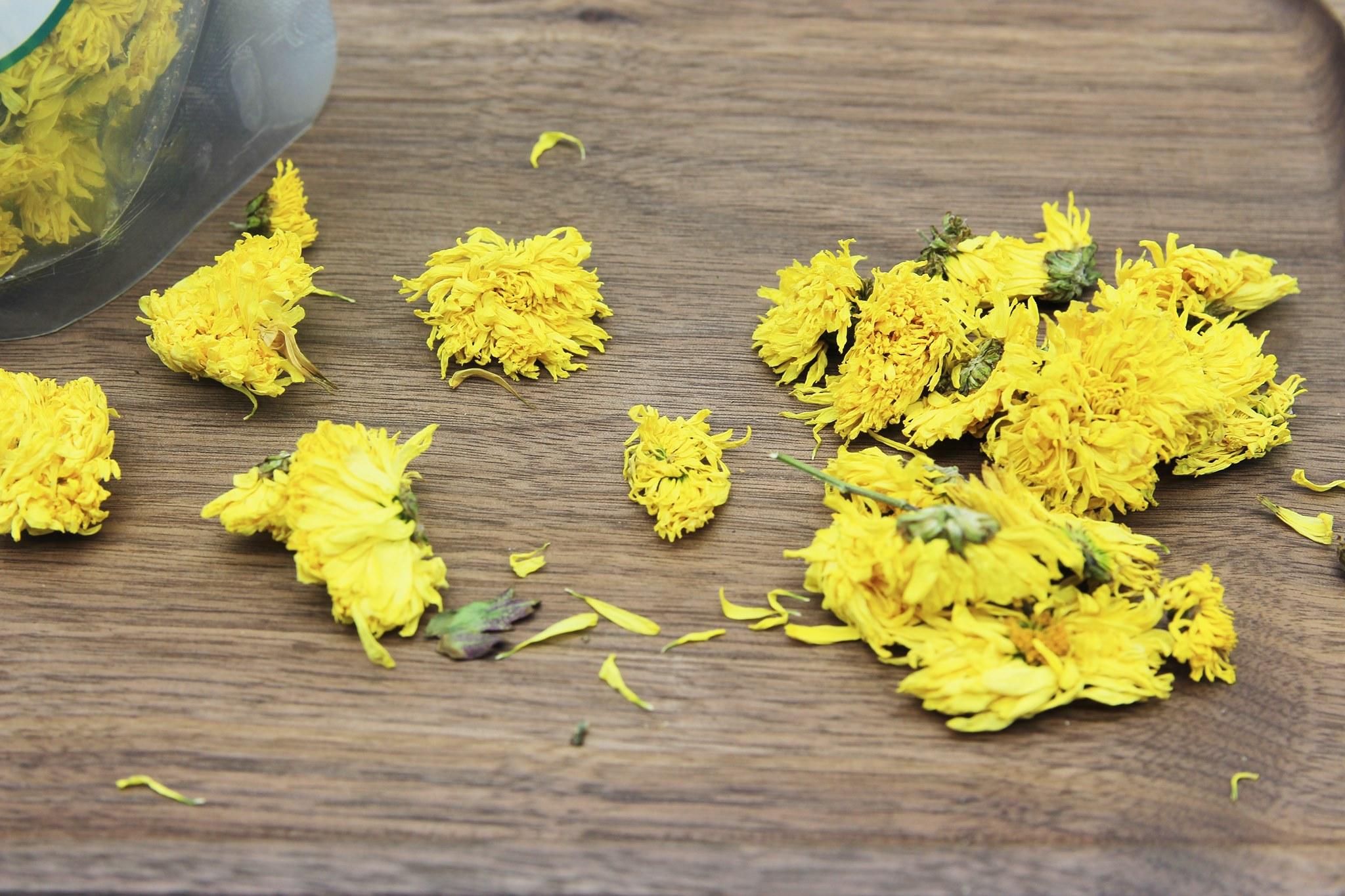 Trà hoa cúc vàng gói 100g 5